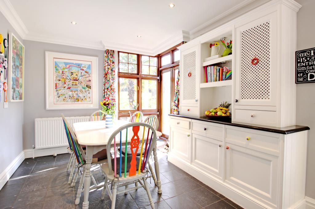 Breakfast Area to Kitchen