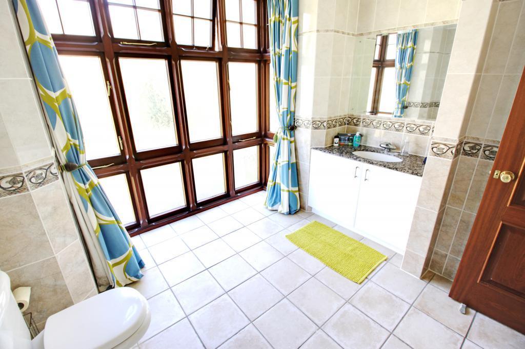 En Suite to Bedroom 2