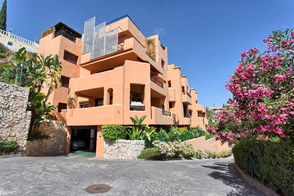 3 bed Apartment for sale in Benahavís, Málaga...