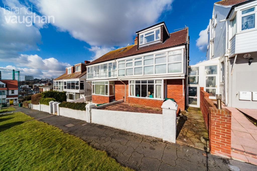 2 bedroom apartment to rent in cliff road brighton bn2 bn2 for Room to rent brighton