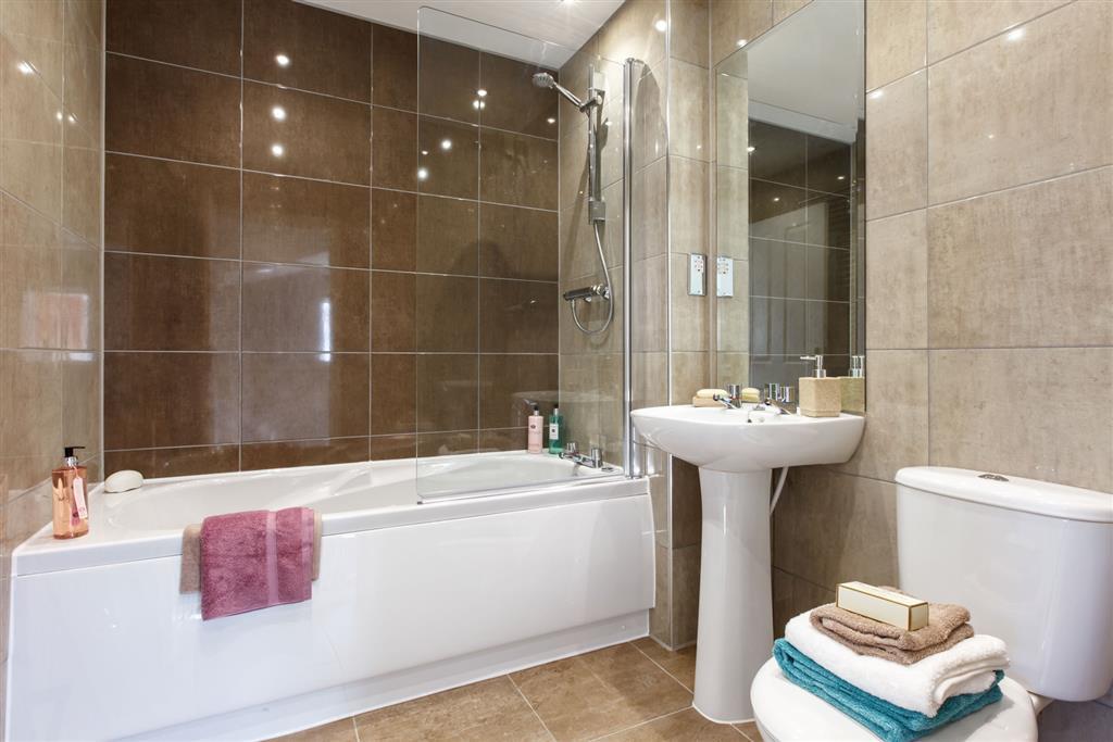 004_AL_Alton G_Bathroom