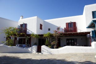Cyclades islands house for sale