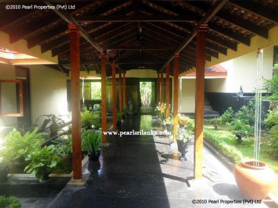 Inner walkway