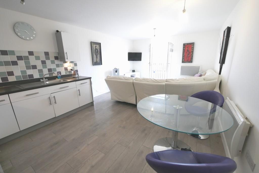Lounge kitchen di...