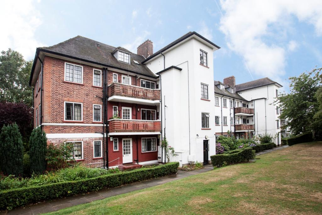 2 Bedroom Apartment To Rent In Widecombe Court Lyttelton Road London N2 N2