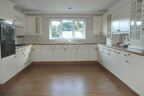 Fitted Kitchen/Break