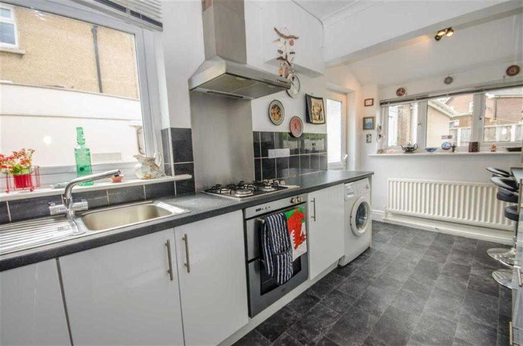 EXTENDED KITCHEN / B