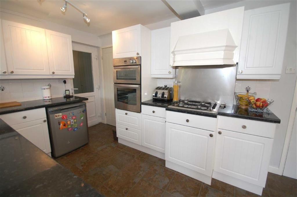 Full Width Kitchen