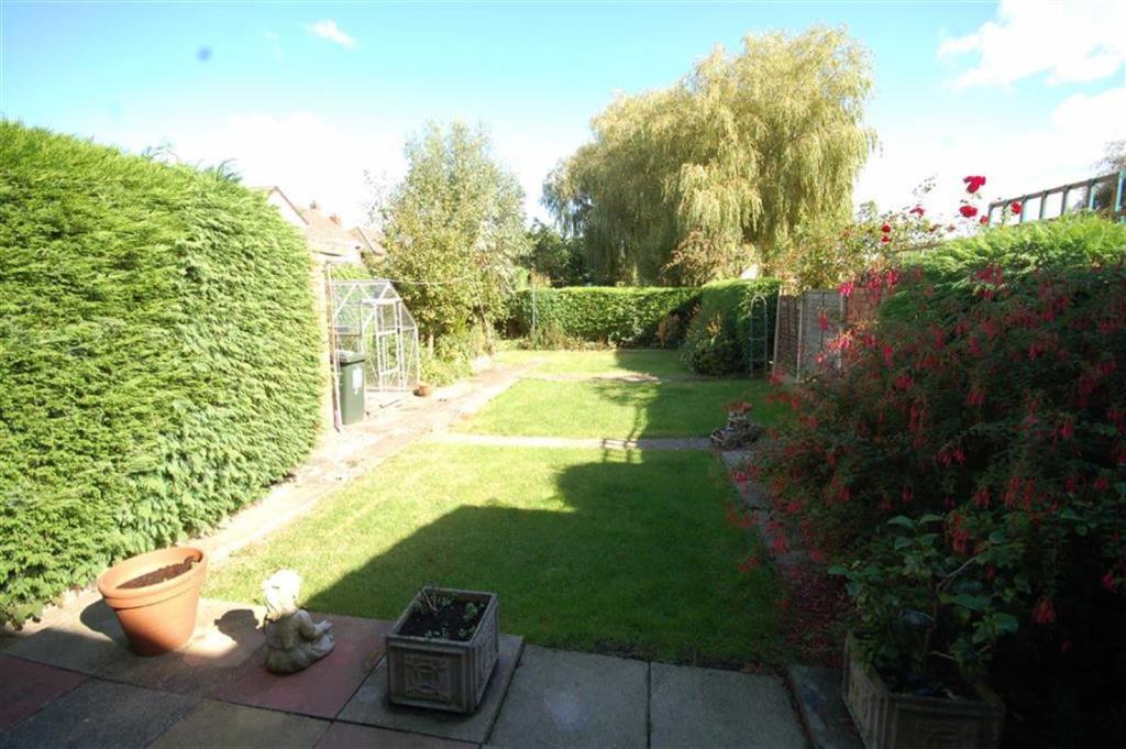 Lawned rear garden