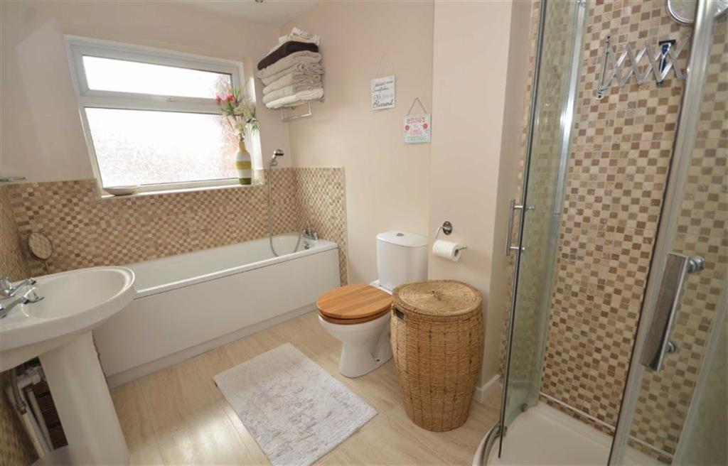 Spacious Bath/Shower
