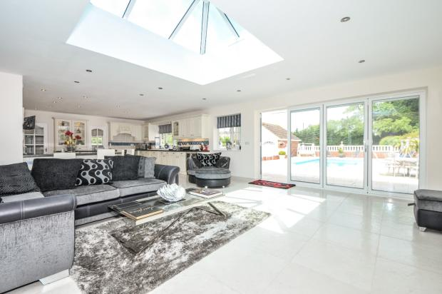4 Bedroom Detached House For Sale In College Road Swanley Br8 Br8