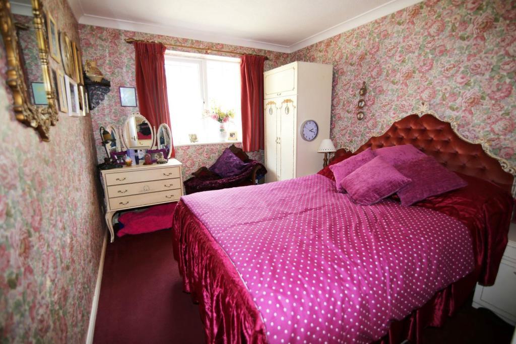 Bedroom 1 RT.jpg