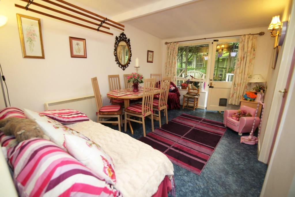 Dining room RT.jpg