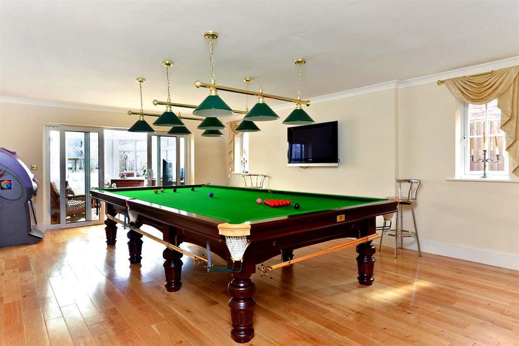 LOUNGE/SNOOKER ROOM