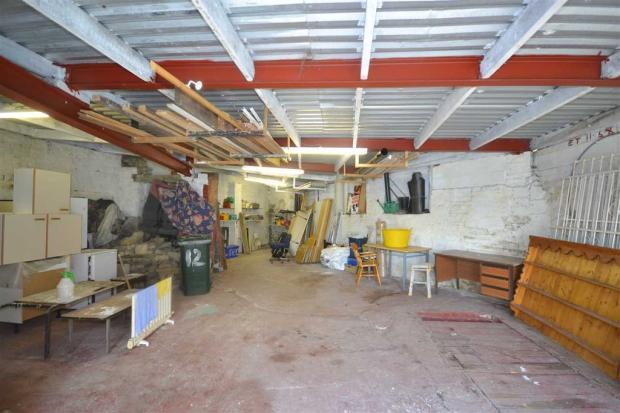 workshop/ garage