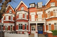 2 bed Apartment in Chatsworth Road, London...