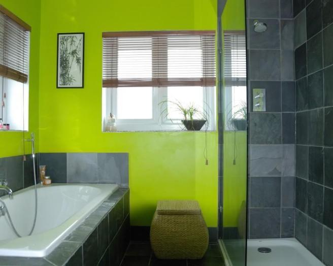 Colourful green design ideas photos inspiration for Yellow and green bathroom ideas