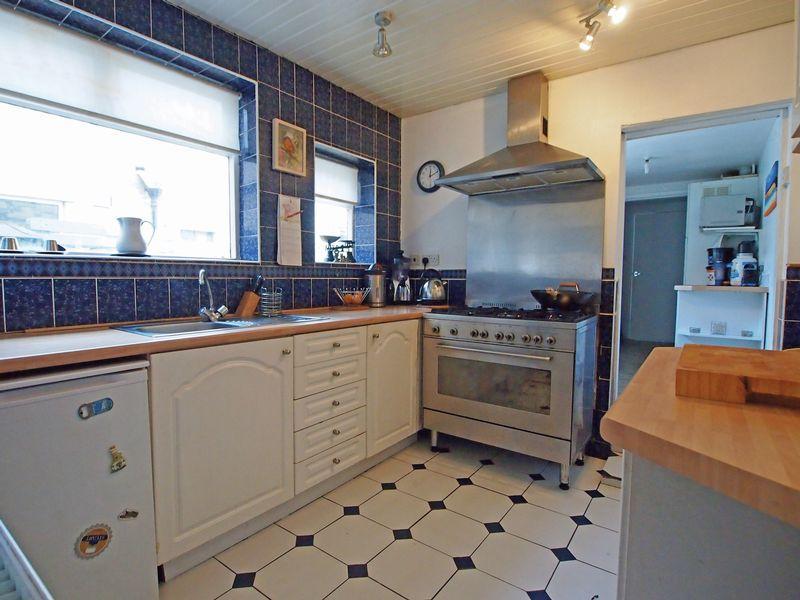 Kitchen with U...