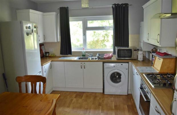 RE FITTED KITCHEN /