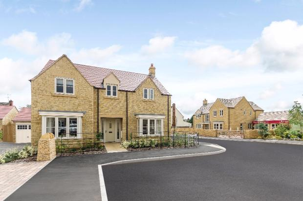 4 bedroom detached house for sale in cotswold edge
