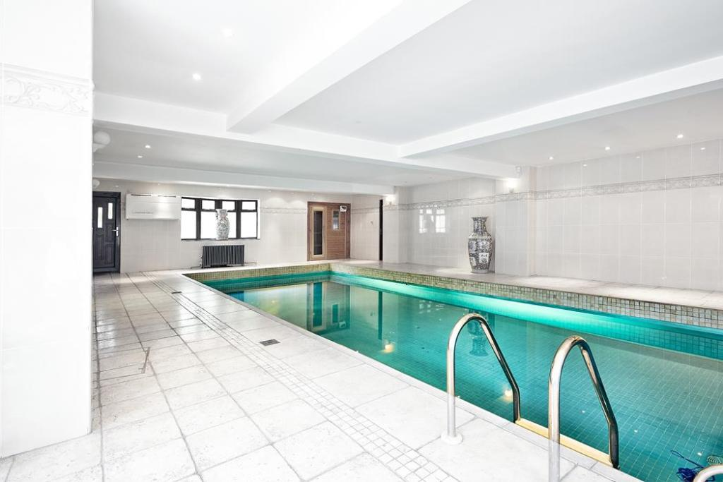 10 bedroom detached house for sale in endwood drive sutton coldfield b74 Swimming pool sutton coldfield