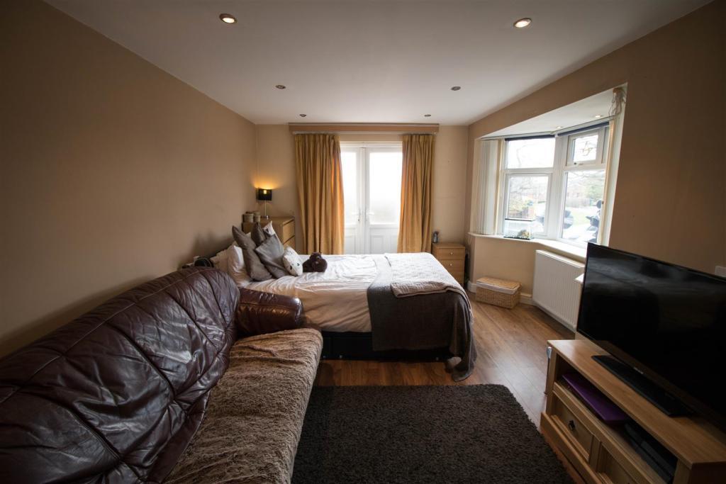 Bedroom 2 (Ground Fl