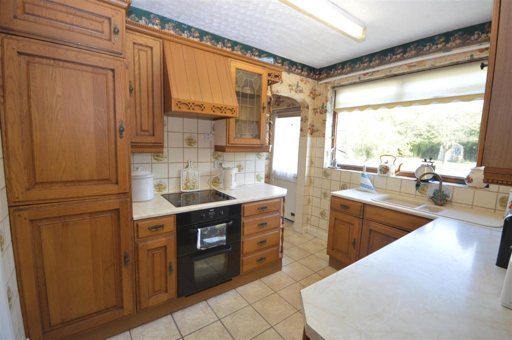 Kitchen w/utility ar