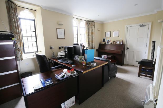 Office / Bedroom 7