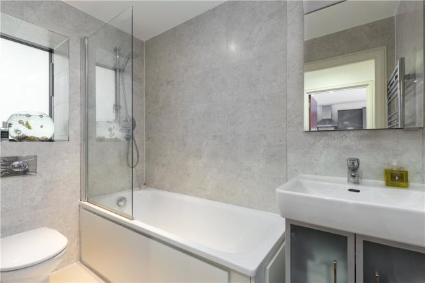 Bathroom, N1