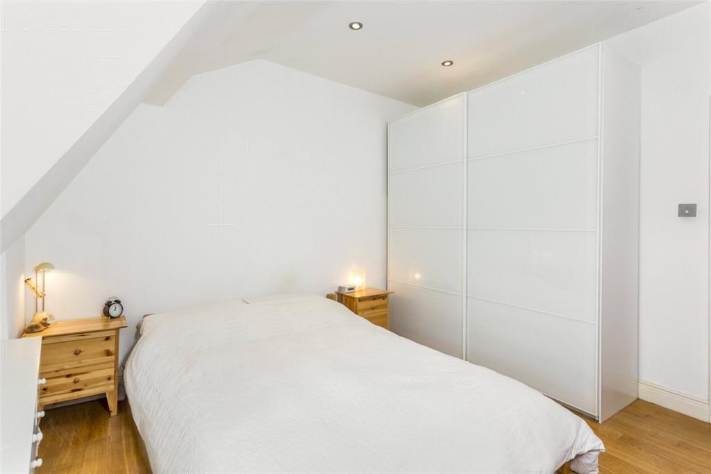 Wc1x: Bedroom