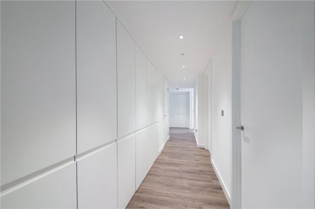 E1: Corridor