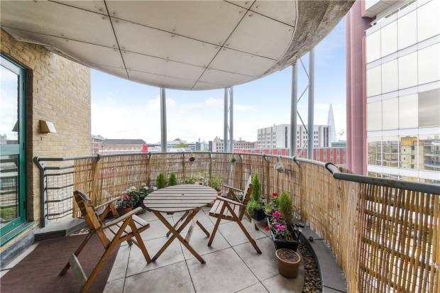 E1 Flat: Balcony