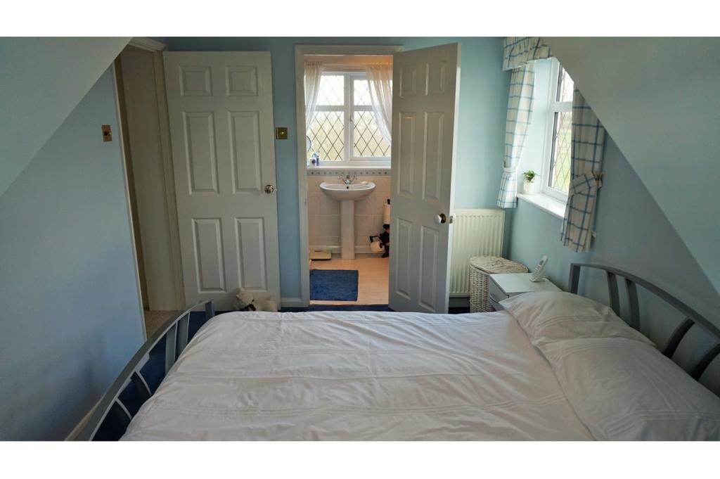 4 Bedroom Detached House For Sale In Pipwell Gate Saracens Head Holbech Pe12 8ba Pe12