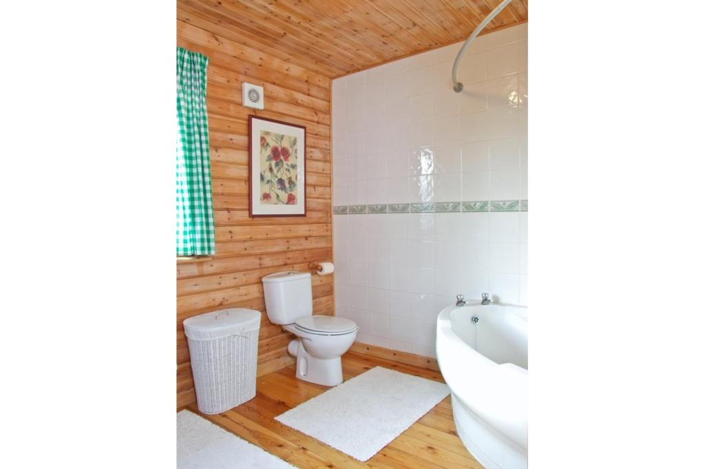 3 bedroom log cabin for sale in common road king 39 s lynn for 3 bed log cabins for sale