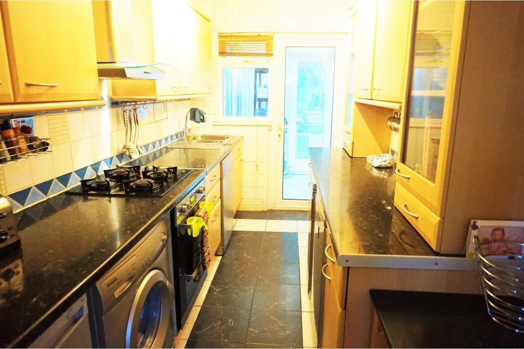 3 Bedroom Terraced House For Sale In Runley Road Luton Lu1 Lu1