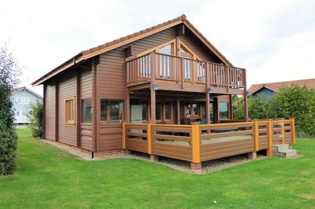 2 Bedroom Log Cabin For Sale In Fritton Great Yarmouth