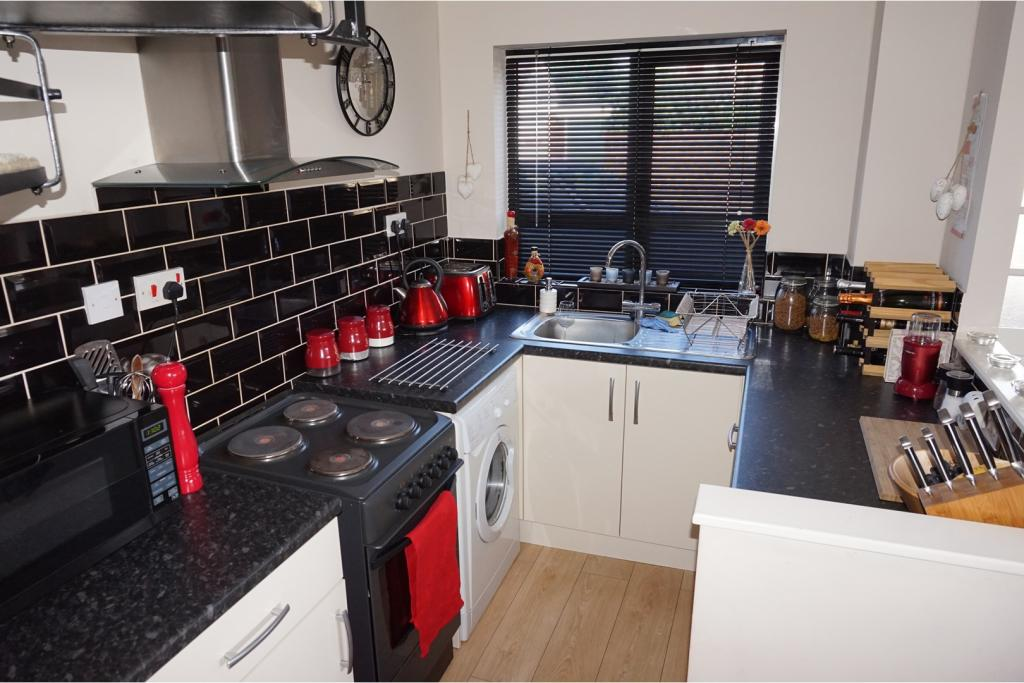 1 bedroom end of terrace house for sale in acorn way for Cuisine of india wigston