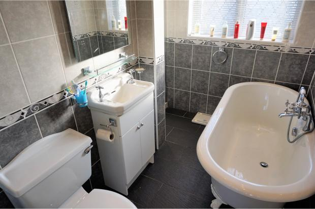 3 bedroom detached house for sale in dale crescent tupton for Dale bathrooms