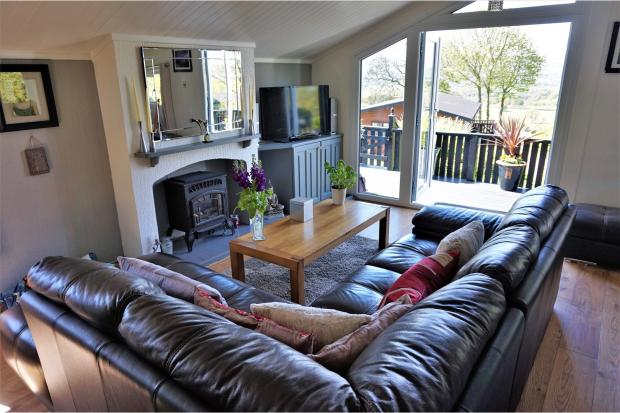 2 bedroom log cabin for sale in glen road shipley bd17 bd17 for 2 bedroom log cabins for sale