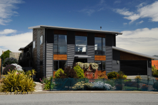 5 bedroom house in Canterbury, Church Bay