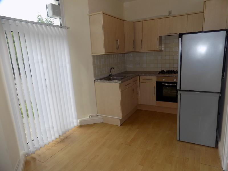 2 bedroom ground floor flat to rent in st johns terrace for Floors and kitchens st john