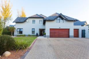 4 bed house for sale in Paarl, Western Cape