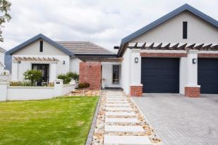 3 bedroom home for sale in Franschhoek, Western Cape