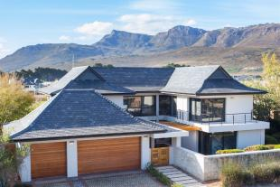 4 bedroom home for sale in Paarl, Western Cape