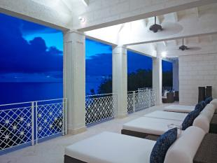 Apartment in Paynes Bay, St James