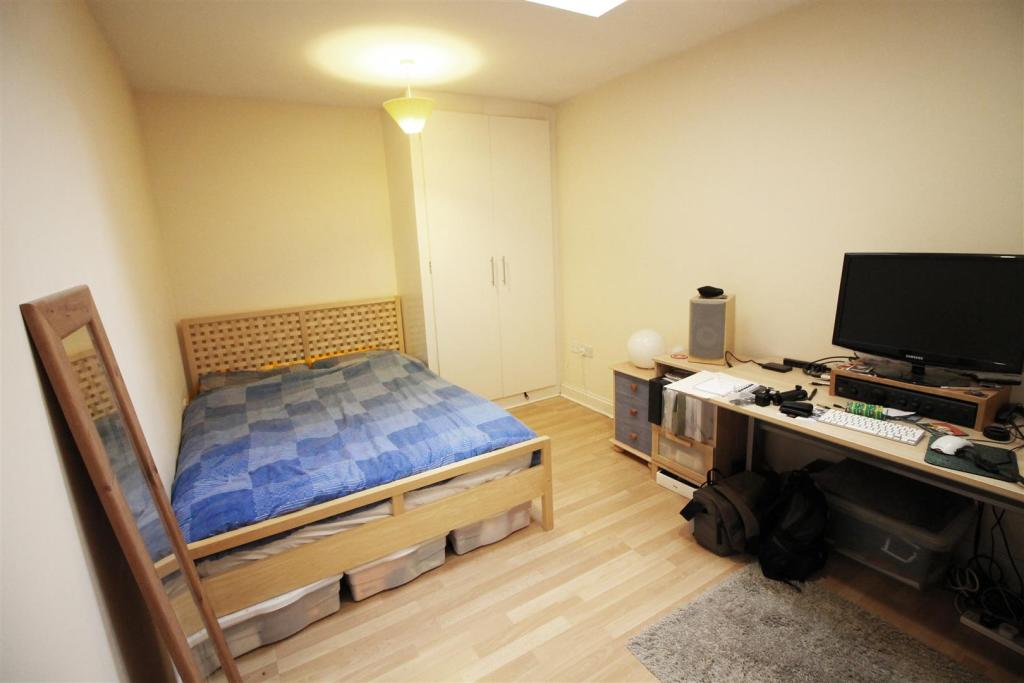 Bedroom - Glad.jpg