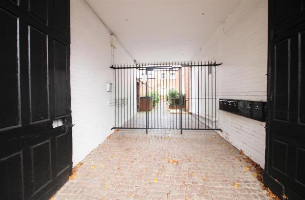 Front gates - Gladst