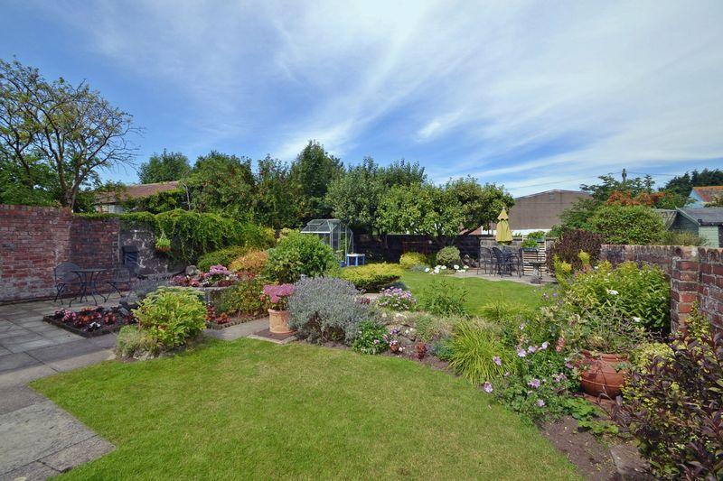 Rear of garden...