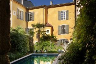 8 bed Town House for sale in St-Hippolyte-du-Fort...