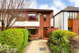 End of Terrace home for sale in 14 Oswald Road...
